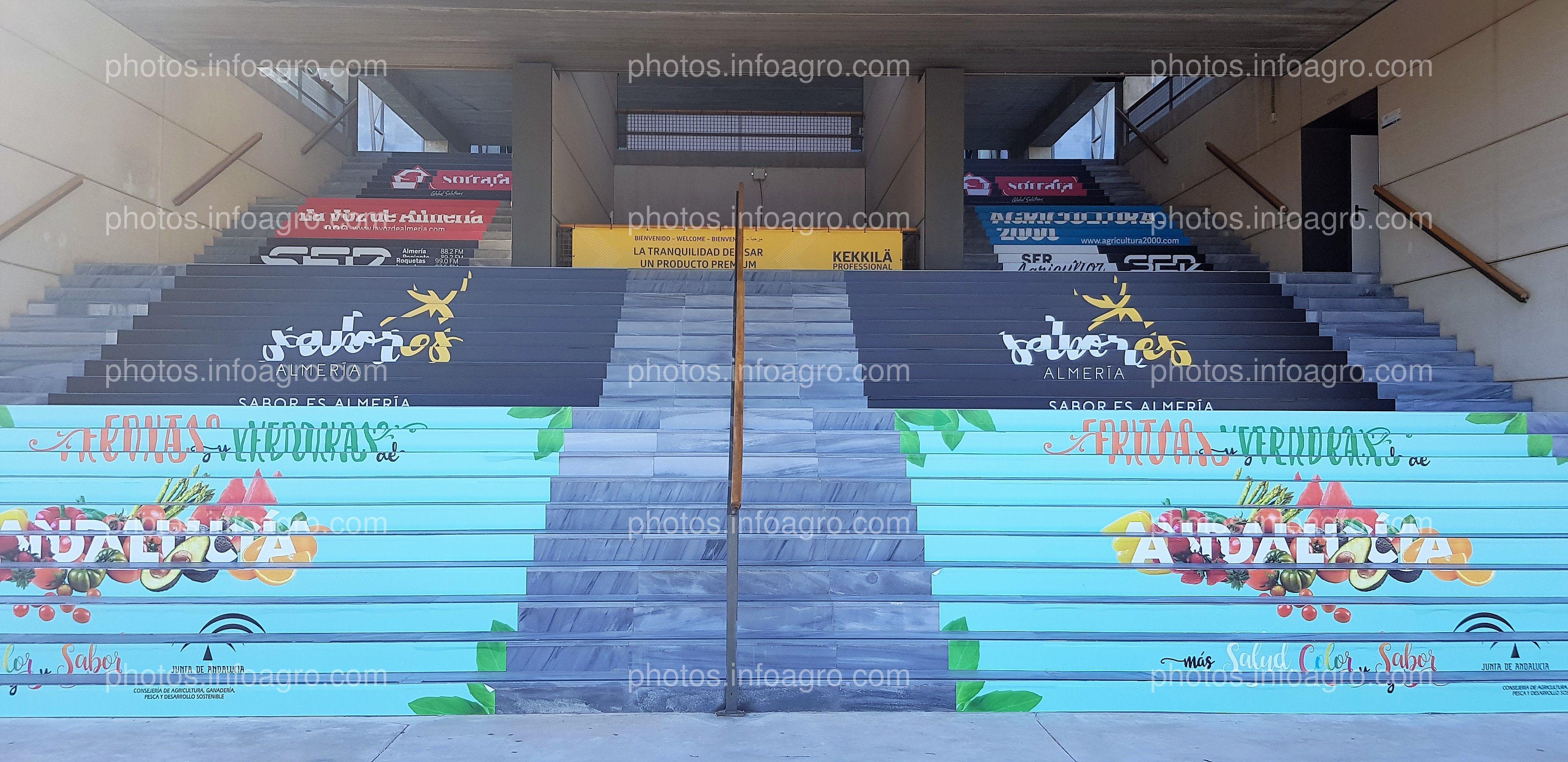 Escaleras exteriores. Junta de Andalucía, Sabores Almería, Cadena Ser, Sotrafa