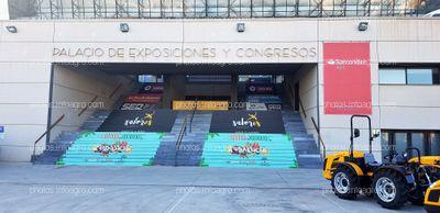 Escaleras exteriores. Junta de Andalucía, Sabores Almería, Cadena Ser, Sotrafa, Santander