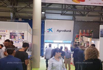 Agrobank. La Caixa. Espacio publicitario puerta de expositores interior