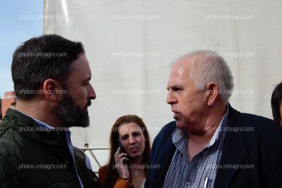 Santiago Abascal, presidente de VOX, conociendo las reivindicaciones del sector de la mano de Miguel López, secretario general de COAG Andalucía