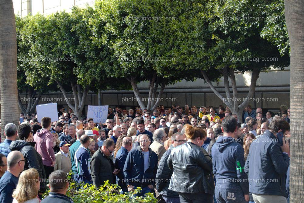 El presidente de Unión de Agricultores Independientes, en el centro de la manifestación
