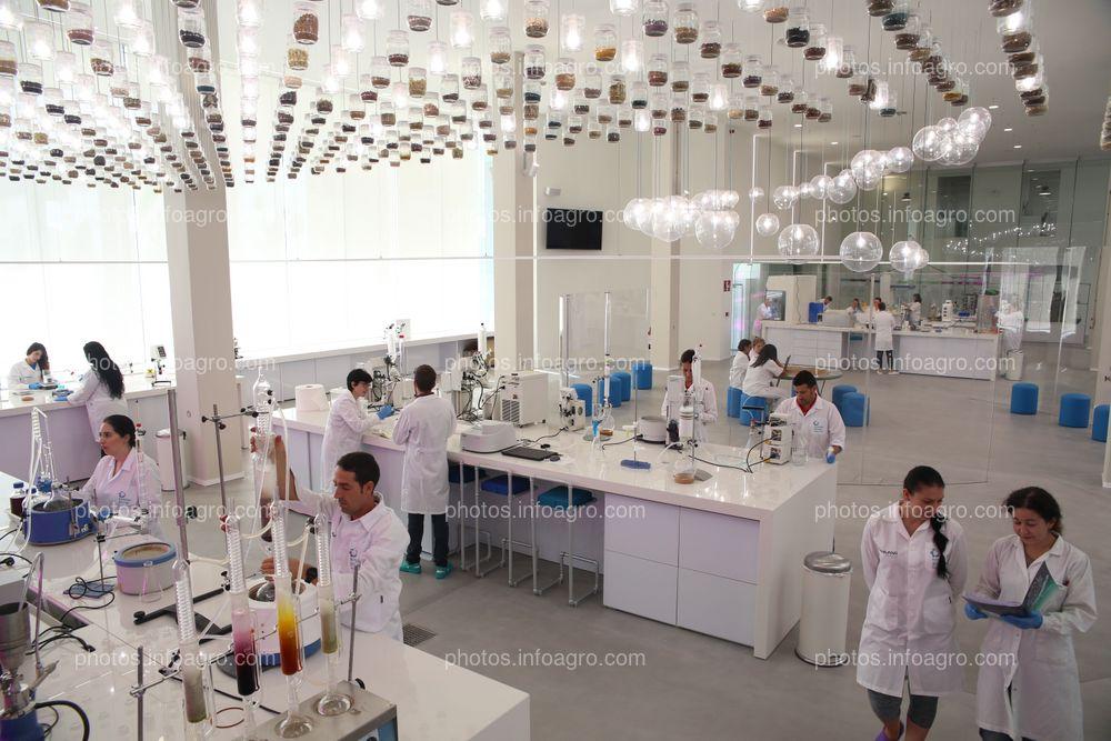 Laboratorio de botánica del MaAVi Innovation Center de Kimitec Group