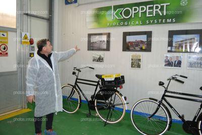 José Sáez, director de producción de Koppert España, explicando la historia de la compañía