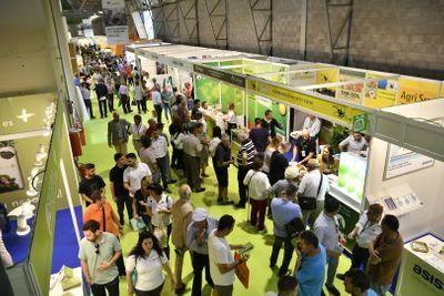 Gran afluencia de visitantes profesionales en los stands de las empresas expositoras