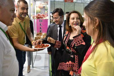 Visita de la consejera de Agricultura de la Junta de Andalucía a los stands de las empresas expositoras