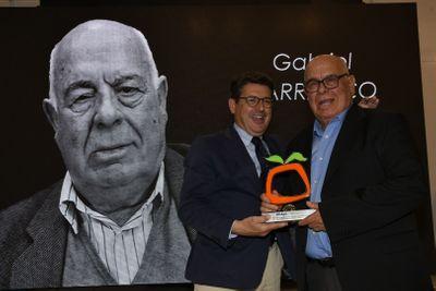 Entrega del homenaje a Gabriel Barranco Ferández, como uno de los pioneros de la comercialización de frutas y hortalizas de Almería, en Infoagro Exhibition 2019.