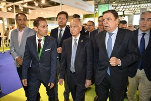 Rafael Acacio, director de la tercera edición de Infoagro Exhibition, junto a las Autoridades presentes en el acto de inauguración de la feria.