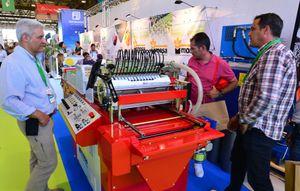 Visitantes profesionales se informan sobre maquinaria en Infoagro Exhibition 2019