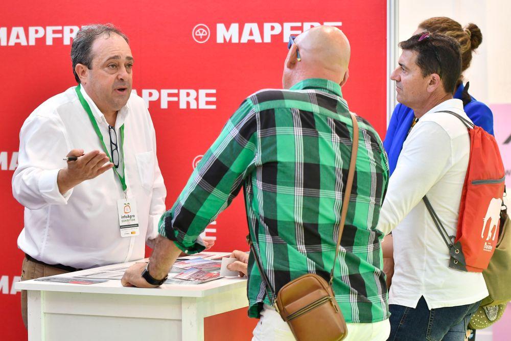Visitantes profesionales a Infoagro Exhibition se informan sobre seguros agrarios