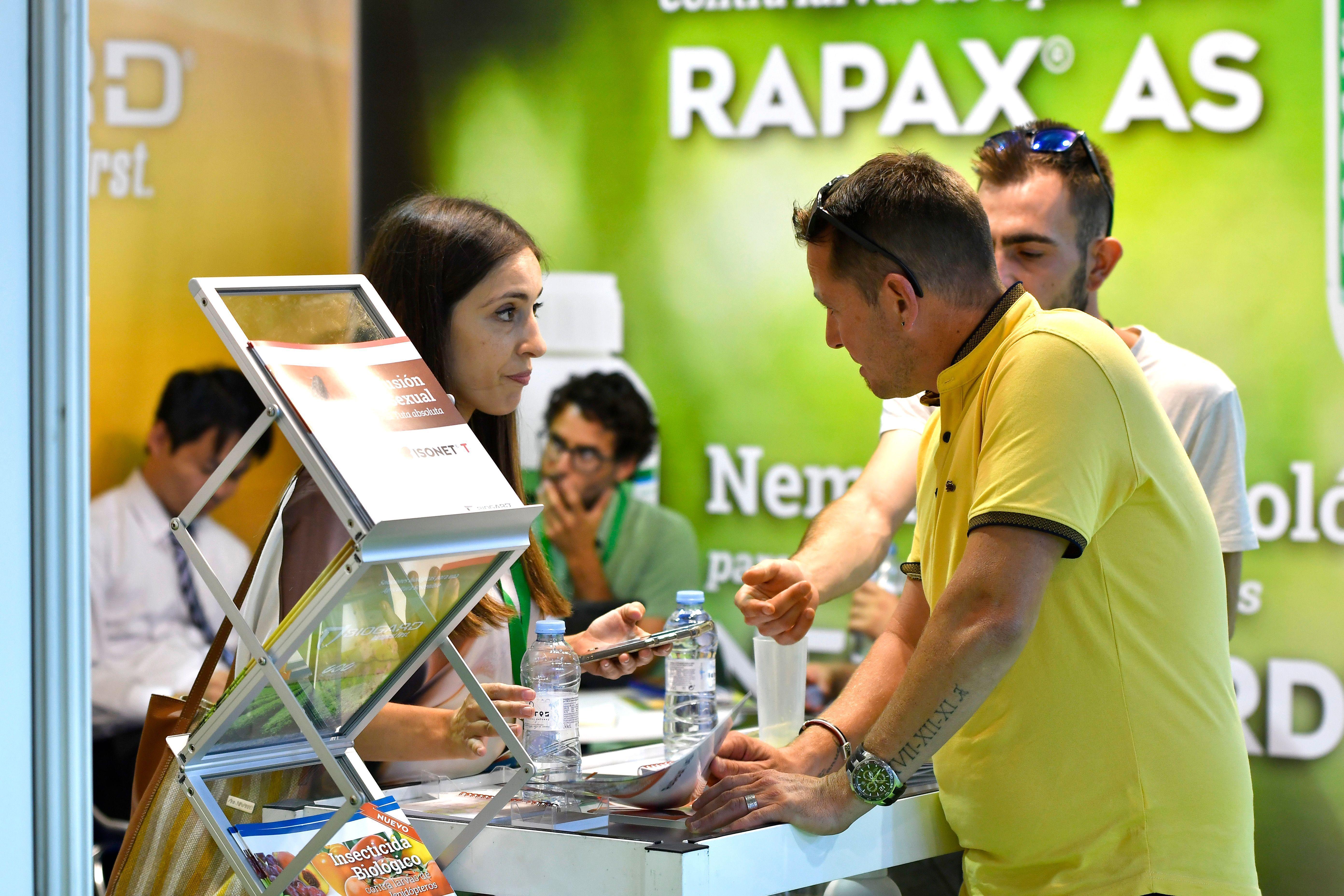 Una empresa da información a visitantes profesionales sobre sus productos en Infoagro Exhibition 2019