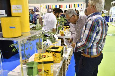 Visitantes profesionales se informan sobre productos de polinización y control biológico en Infoagro Exhibition 2019