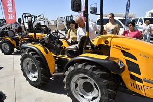 Visitantes profesionales se informan sobre maquinaria agrícola en Infoagro Exhibition 2019