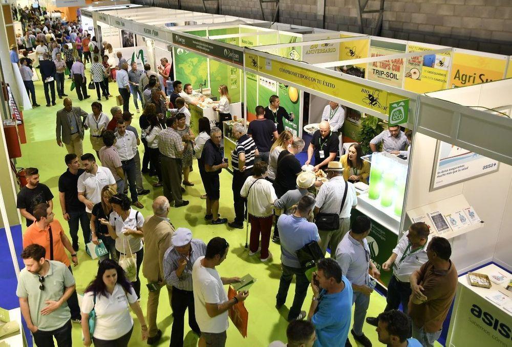 Visitantes profesionales conociendo los productos de los expositores de Infoagro Exhibition 2019