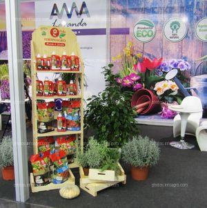 Productos de Fertinagro Vida expuestos en el stand de la Fundación Térvalis en Iberflora 2019