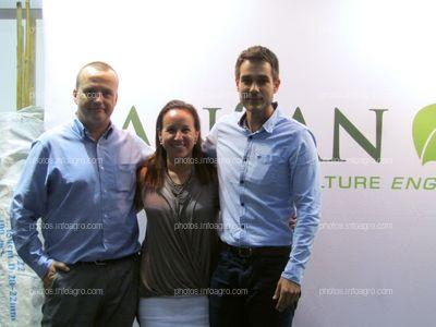 Parte del equipo de Sansan, presente en su stand en Iberflora 2019