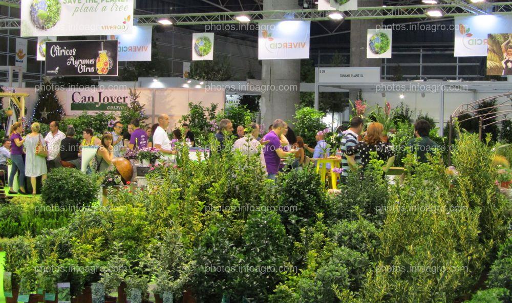 Visitantes a Iberflora en el stand de Vivercid