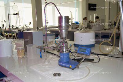 Instrumento de laboratorio que permite moler la muestra botánica al paso del solvente, para extraer todos los compuestos orgánicos de la muestra
