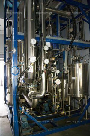 Sala de escalado, en la que se repite el proceso del laboratorio, a nivel industrial, para comprobar la idoneidad del proceso a gran escala