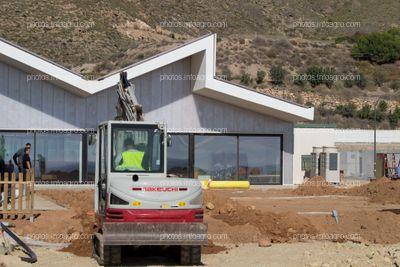 Obras de la segunda fase de las instalaciones, con la sala de juegos arcade para el personal al fondo